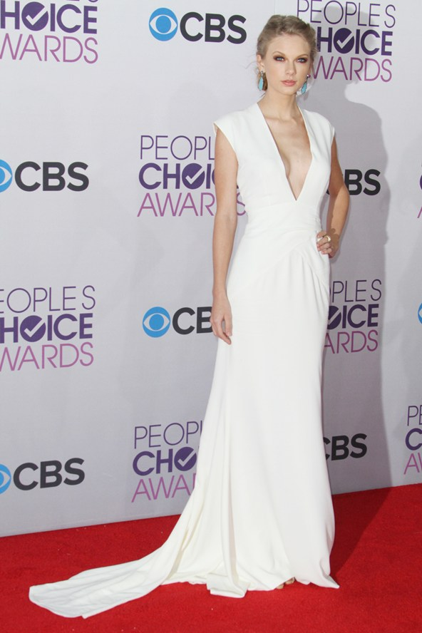 Outfits From The People\'s Choice Awards – Soph-istication