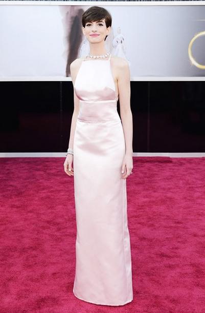 ann hathaway pearl pink satin prada dress tiffany and co jewellery