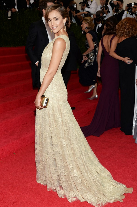 jessica Alba wearing Diane von Furstenberg dress and clutch
