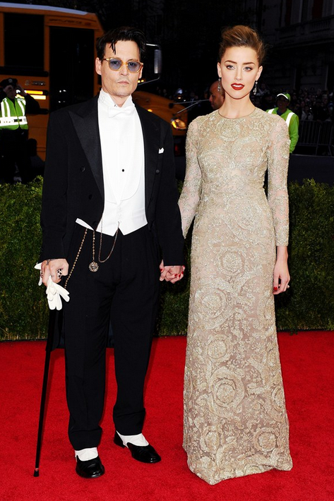 johnny depp in ralph lauren purple label tux and Amber Heard with Giabattista Valli Dress and Fred Leighton jewels